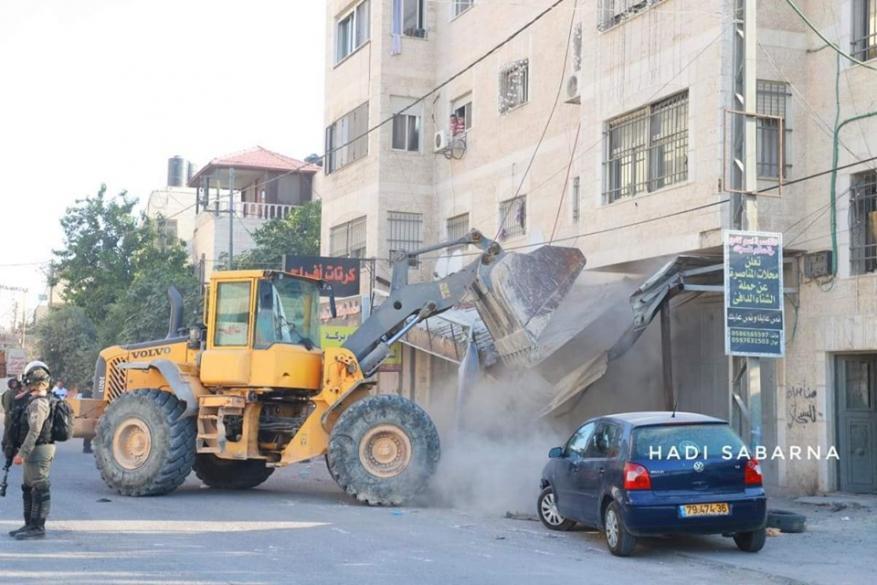 الاحتلال يشرع بعمليات هدم واسعة في قلنديا