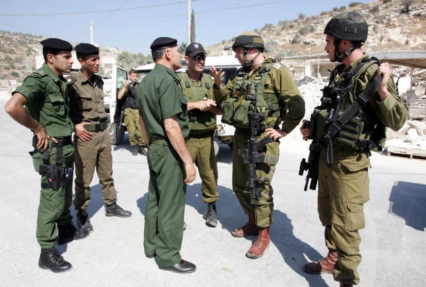 أجهزة أمن السلطة تعيد سلاح جنود الاحتلال الذي خطف بجنين
