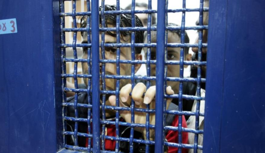 مركز يطالب بتوفير الملابس والأغطية الشتوية للأسرى في السجون مع دخول الشتاء