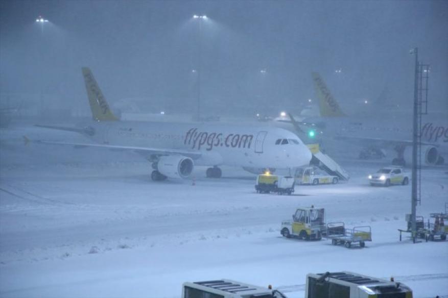 الثلوج تلغي رحلات مطار أتاتورك بإسطنبول