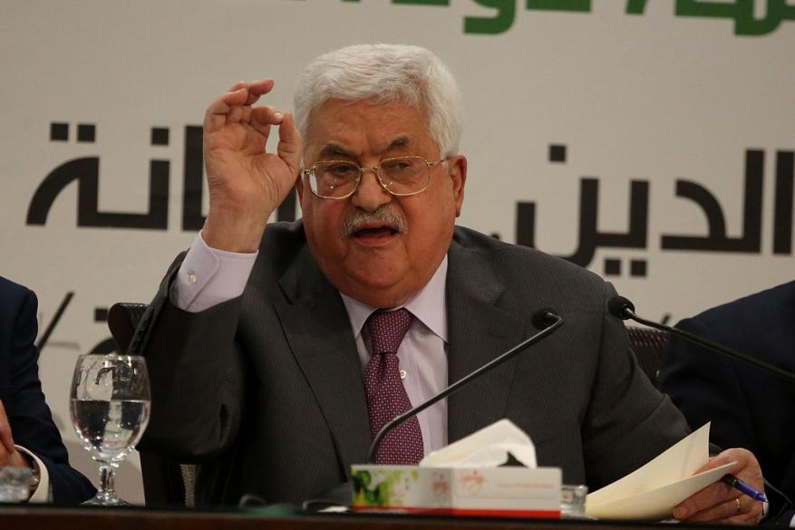 عباس يهدد غزة خلال القمة العربية في السعودية