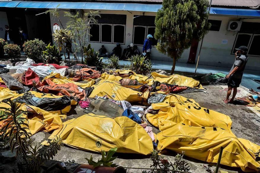 ارتفاع حصيلة ضحايا تسونامي إندونيسيا إلى 1763 قتيلًا