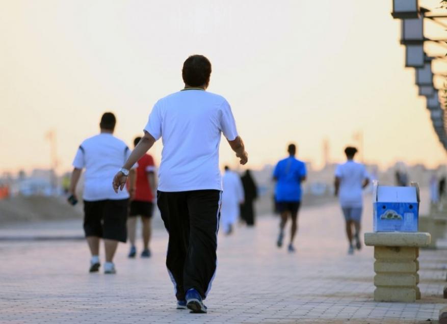 المشي السريع 10 دقائق يوميا يساعدك على حل المشاكل
