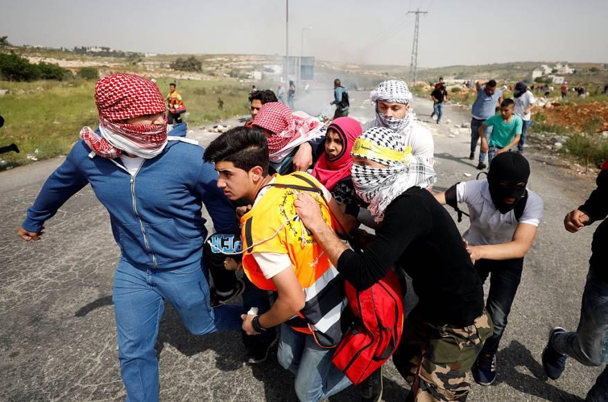إصابة مواطن برصاص الاحتلال خلال مواجهات في قرية النبي صالح