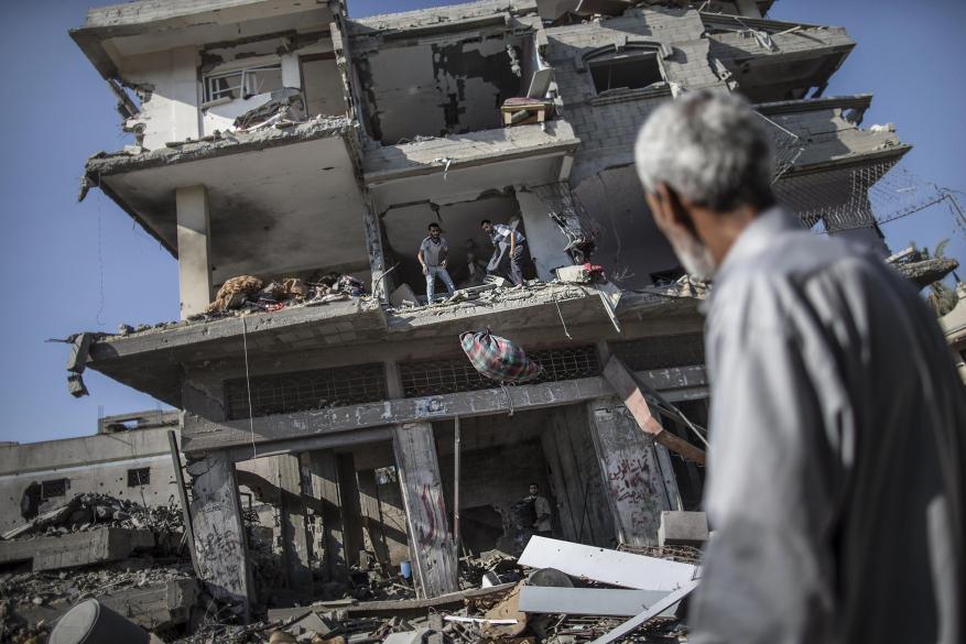 """""""أونروا"""" تقرر وقف صرف """"بدل الإيجار"""" لـ 1612 عائلة فقدت منازلها خلال حرب 2014"""
