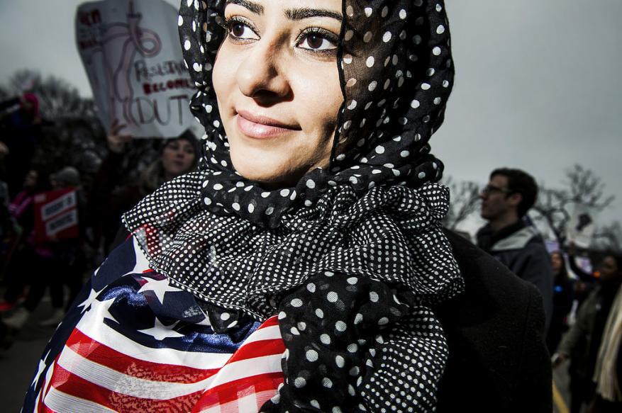 مدينة أمريكية تدفع تعويضًا لامرأة مسلمة اعتدت عليها الشرطة