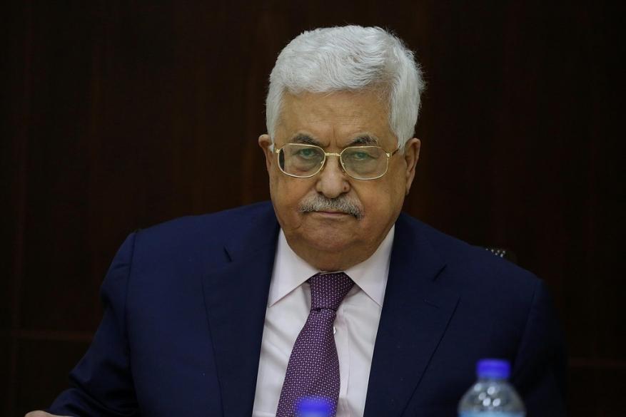 """صحيفة إسرائيلية: عباس يدفع نحو مواجهة عنيفة بين حماس و""""إسرائيل"""" وهو الرابح الأكبر منها"""