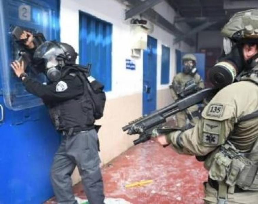Israeli Soldiers Injure 100 Detainees In Ofar Prison