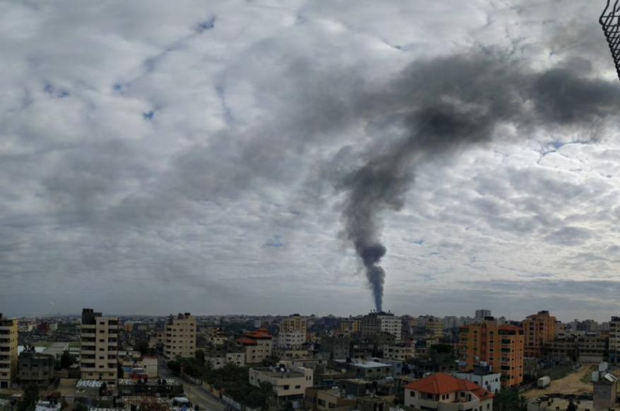 3 إصابات في حريق هائل شمال قطاع غزة