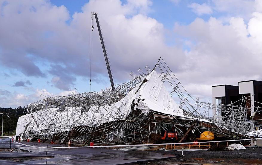 نيوزيلندا..عاصفة تضرب أوكلاند وتترك الآلاف بدون كهرباء