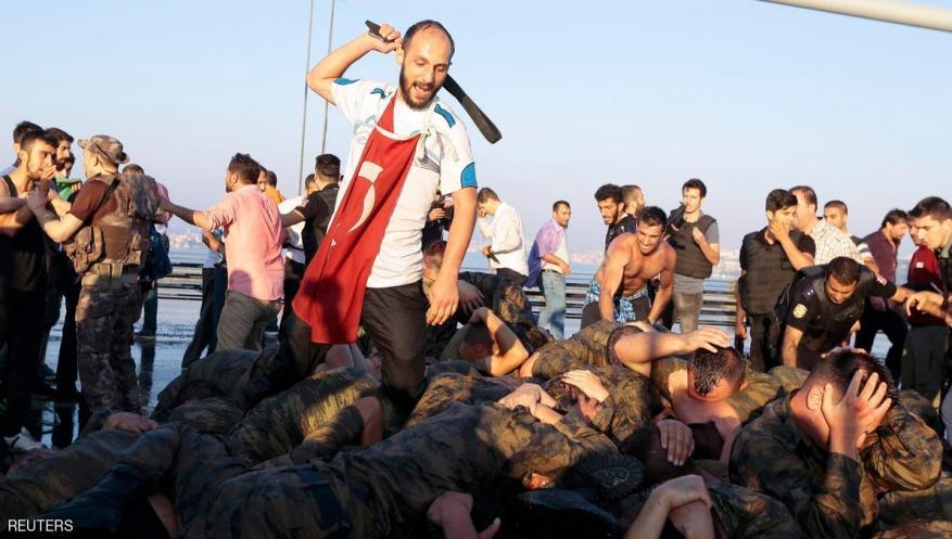 القبض على عناصر في الجيش التركي حاولوا احتجاز أردوغان ليلة الانقلاب