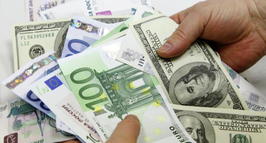 ملياردير يفقد نصف ثروته في شهر!