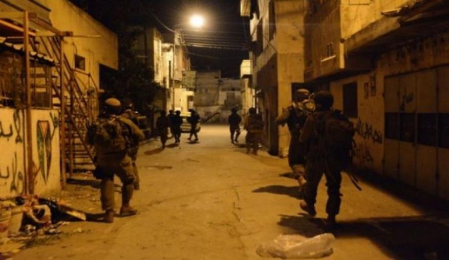 الاحتلال يداهم منازل شرق بيت لحم ويهدد المواطنين