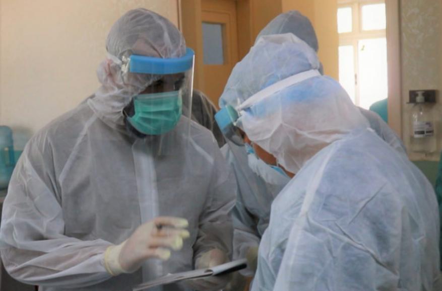 4 وفيات و827 إصابة بفيروس كورونا في قطاع غزة