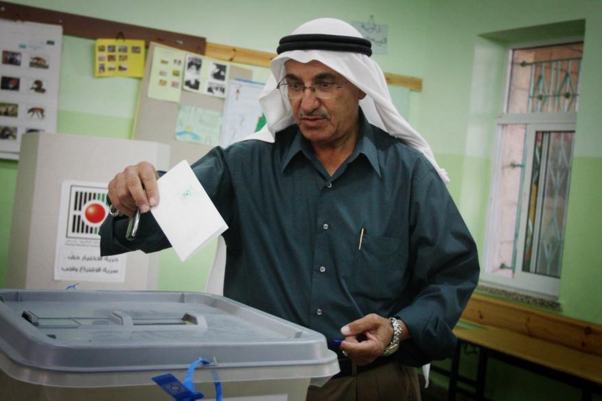 تغطية خاصة حول قرار المحكمة العليا بإجراء الانتخابات المحلية بالضفة الغربية دون قطاع غزة