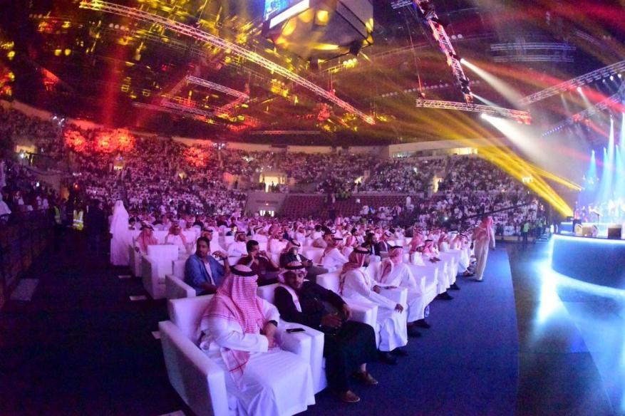 السعودية تفتح أبوابها لفنانين لإحياء حفلات غنائية.. وتفتح سجونها للمزيد من الدعاة