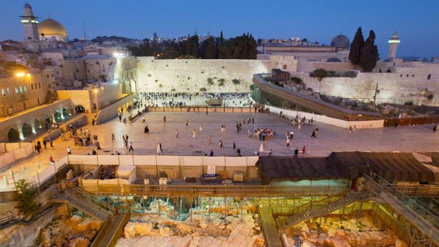 الاحتلال يخطط لإنشاء أكبر تجمع سياحي تهويدي يطل على الأقصى