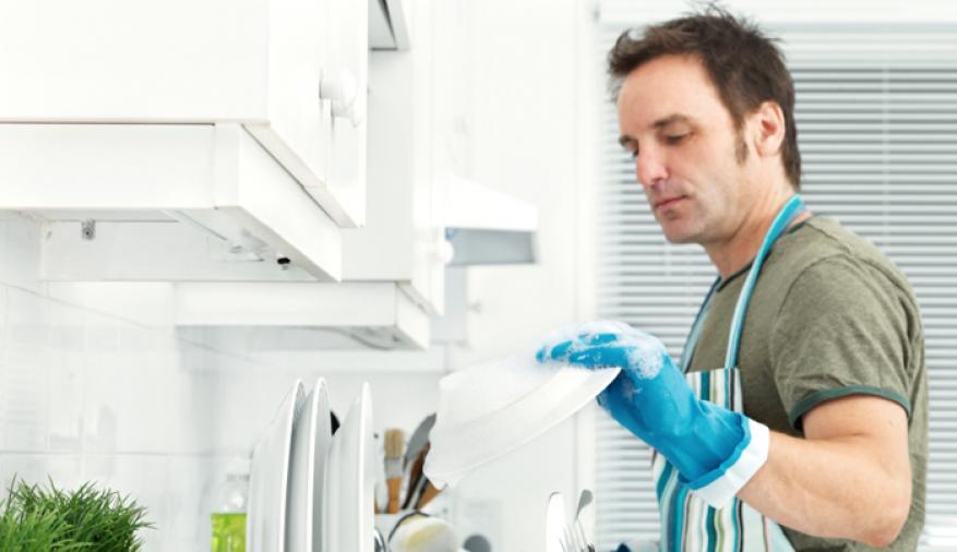 تنظيف الرجل للبيت يزيد خطر موته