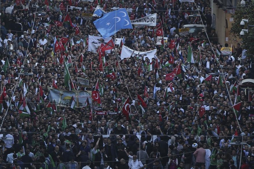 تركيا تُعلن الحداد وتُنكّس الأعلام وتخرج بحشود ضخمة نصرة لغزة