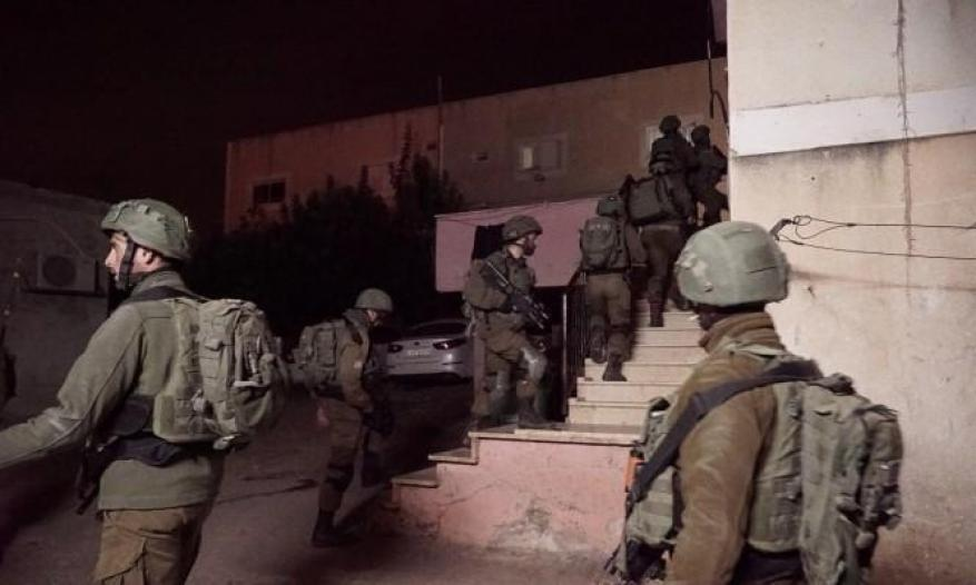 بالأسماء .. الاحتلال يعتقل ثمانية مواطنين من الضفة الغربية