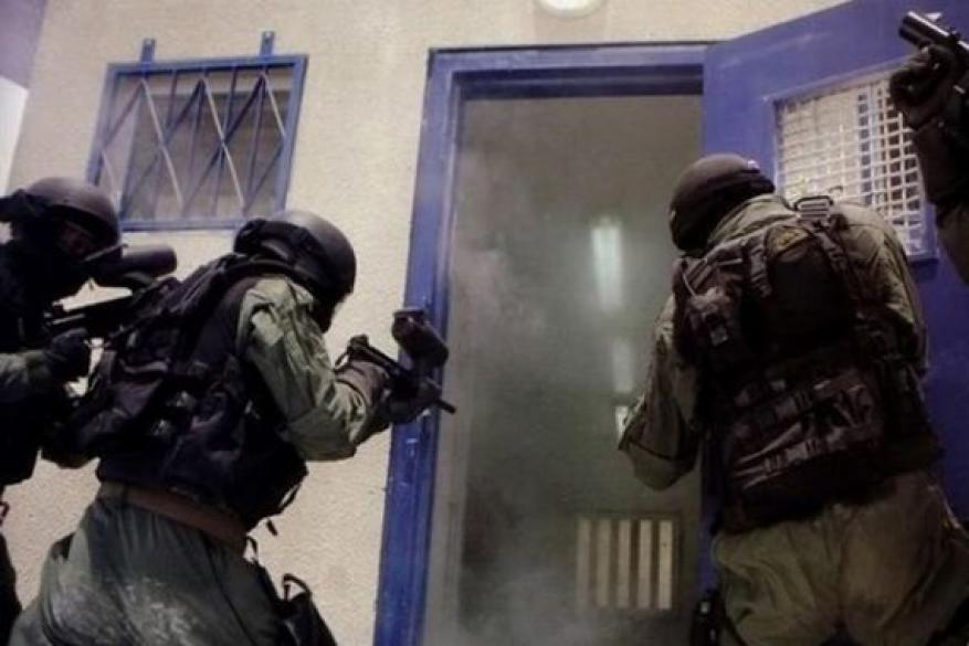 """نادي الأسير يوثق اعتداء الاحتلال على 4 معتقلين في """"عتصيون"""""""