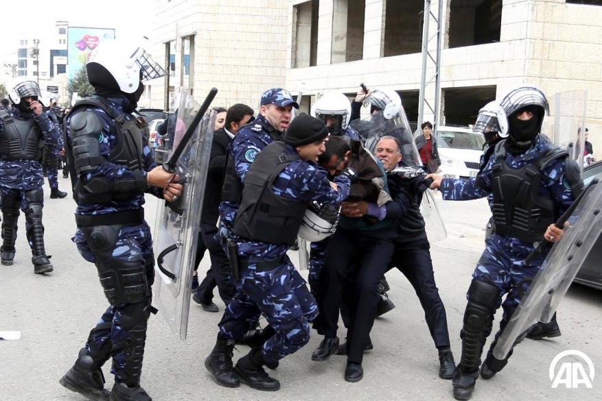 """أجهزة أمن السلطة .. """"أسدُ على شعبها ومع الاحتلال نعامة"""""""