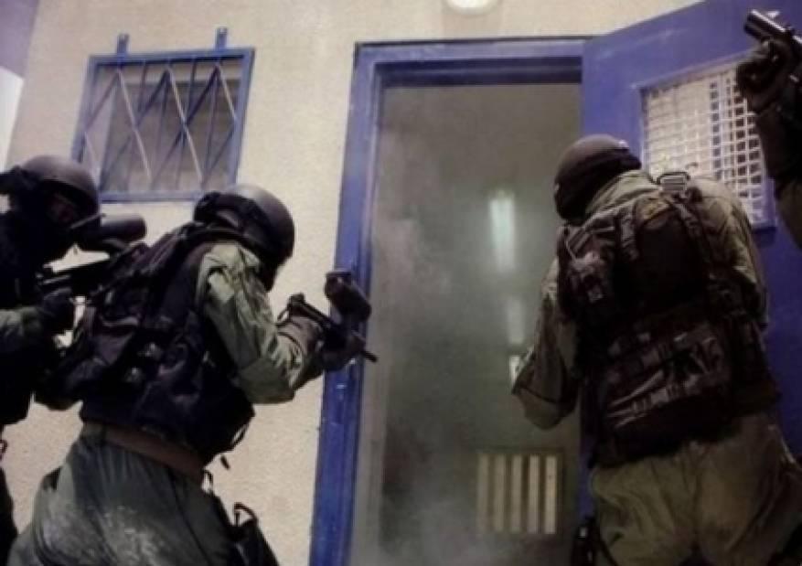 حمدونة: الوحدات الخاصة تنقل أقسام بكاملها في السجون تحت ذريعة الأمن
