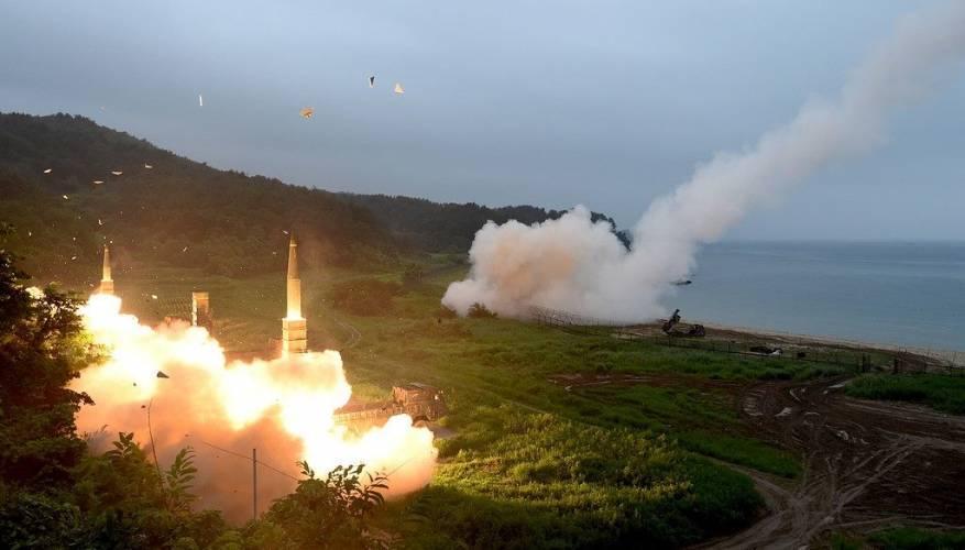 كوريا الشمالية تستعد لإطلاق صاروخ بالستي على متن غواصة