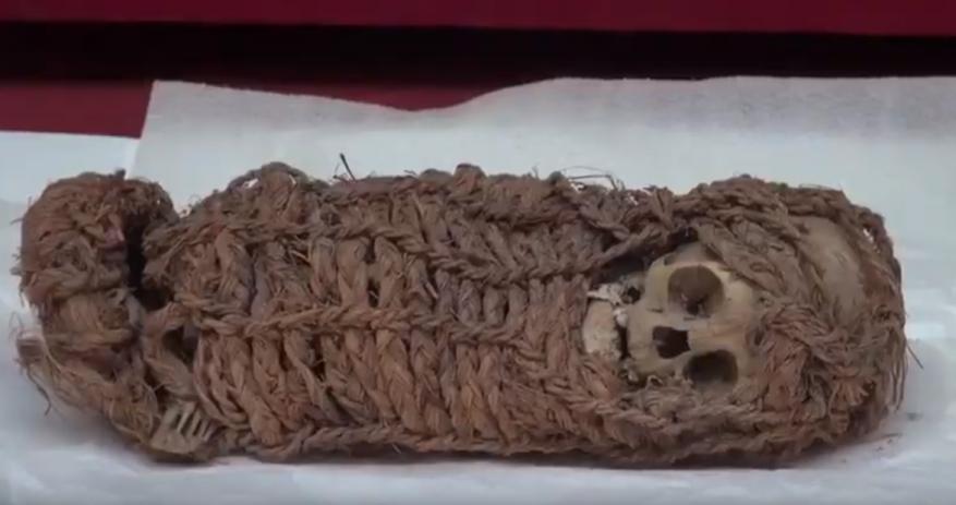 مومياء لرضيع عمرها أكثر من 2000 عاما في بيرو