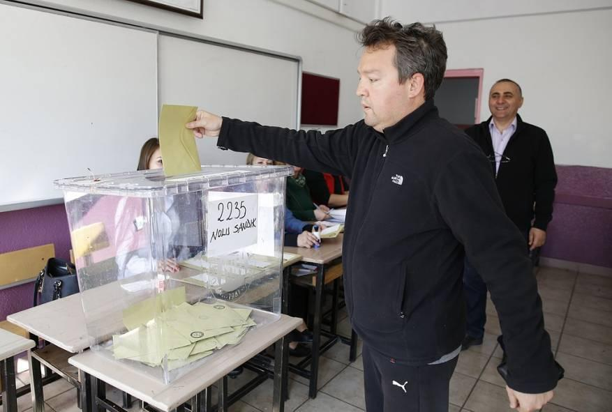 تركيا: رفض طعون المعارضة على استفتاء الدستور
