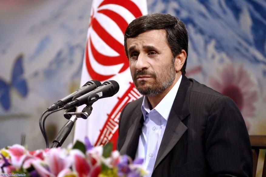 لماذا دعا نجاد لتغيير السياسية الخارجية الإيرانية وللحوار مع المحيط الإقليمي؟