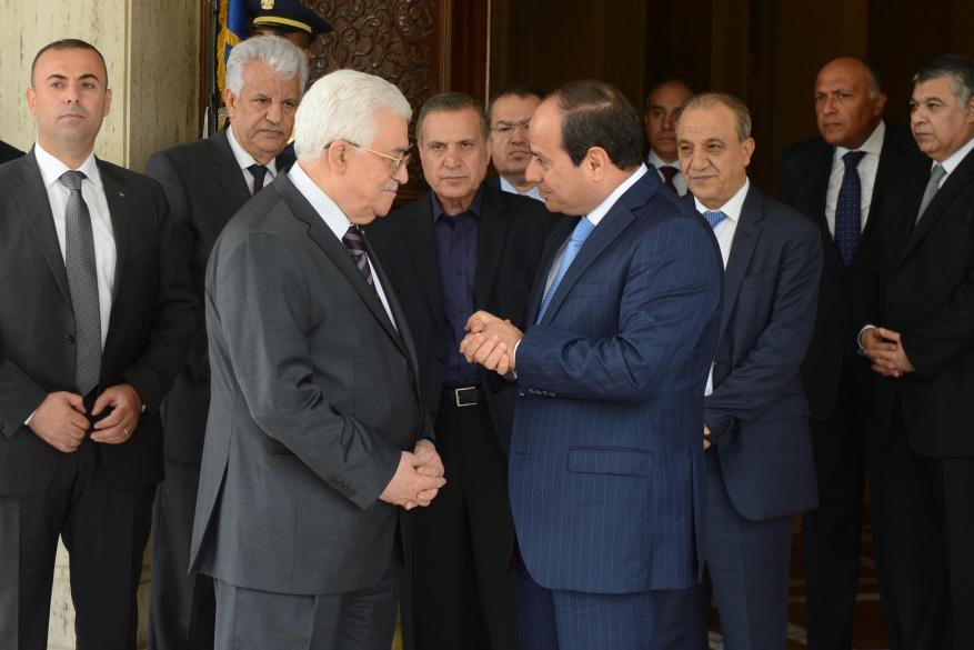 """الأحمد: لقاء السيسي وعباس ناقش """"تنقية الأجواء"""" وتعزيز العلاقات"""