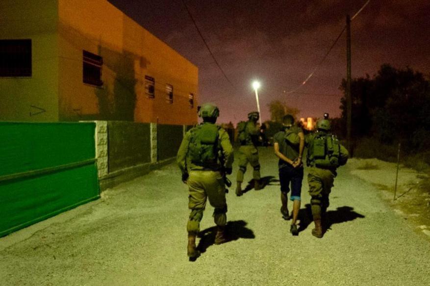 الاحتلال يعتقل 4 فلسطينيين من الضفة