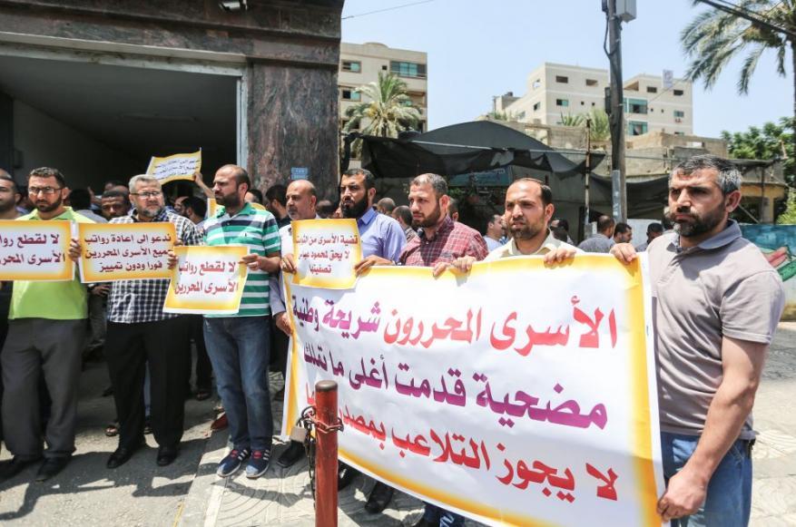 اعتصام الأسرى المحررين يدخل شهره الثاني على التوالي