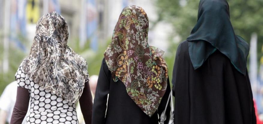 """النمسا تسعى لإعلان الحرب على """"الحجاب""""!"""