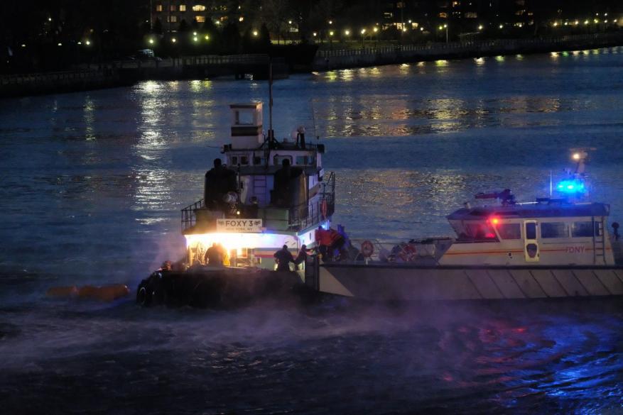 مقتل 5 أشخاص جراء سقوط مروحية في نهر بنيويورك