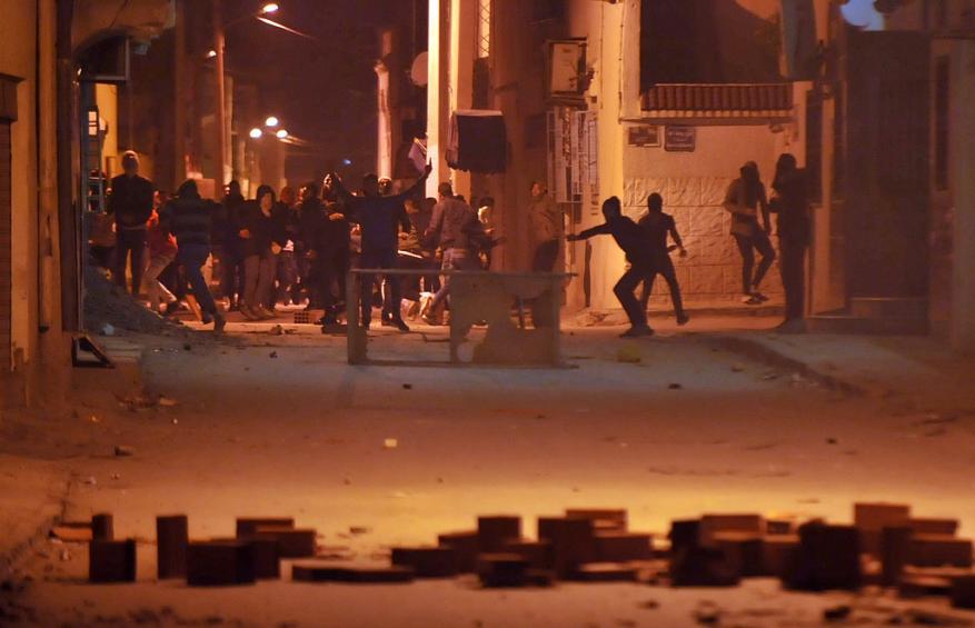 تجدد المظاهرات والمواجهات في تونس ضد غلاء الأسعار
