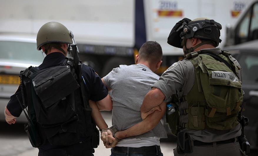 الاحتلال يعتقل فتى من الخليل