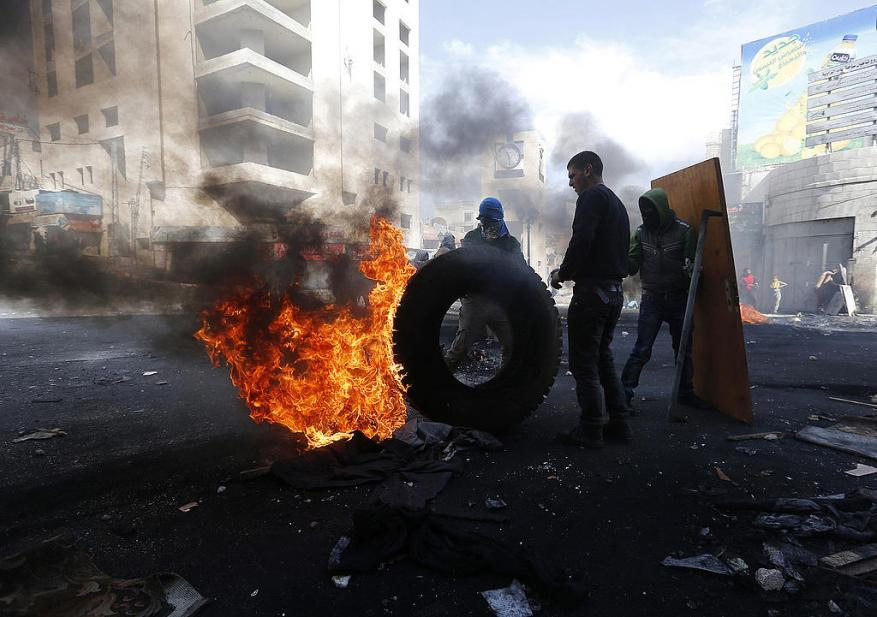معاريف: ليس فقط في غزة.. الوضع في الضفة هش وقد يتحول الى كارثة