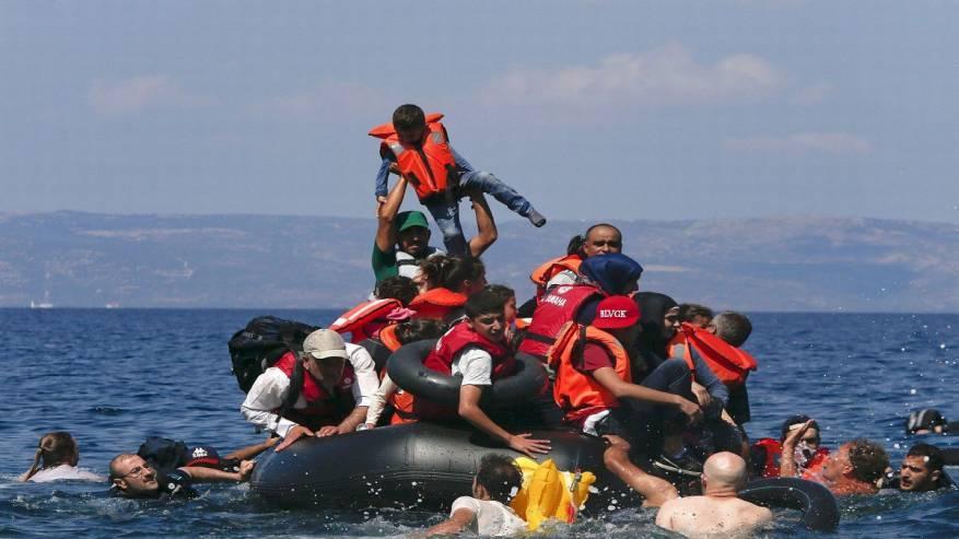 البحرية الليبية تنقذ 137 مهاجرا غير شرعي