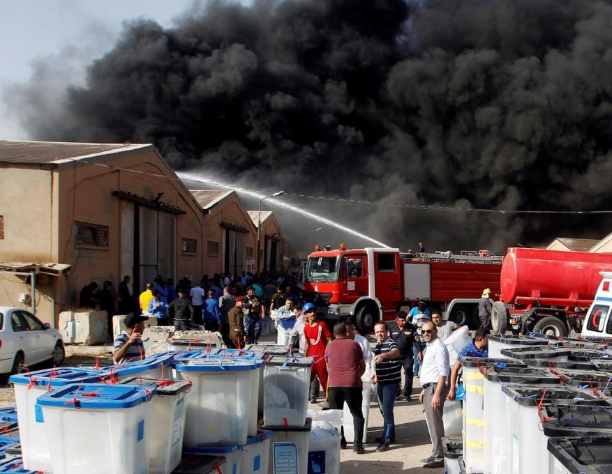 بعد اندلاع النيران في صناديق اقتراع.. رئيس البرلمان العراقي يدعو لإعادة الانتخابات البرلمانية