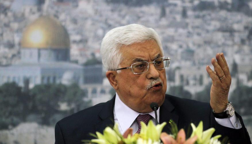 """عباس يصف المقاومة المسلحة بـ """"الكلام الفاضي"""""""