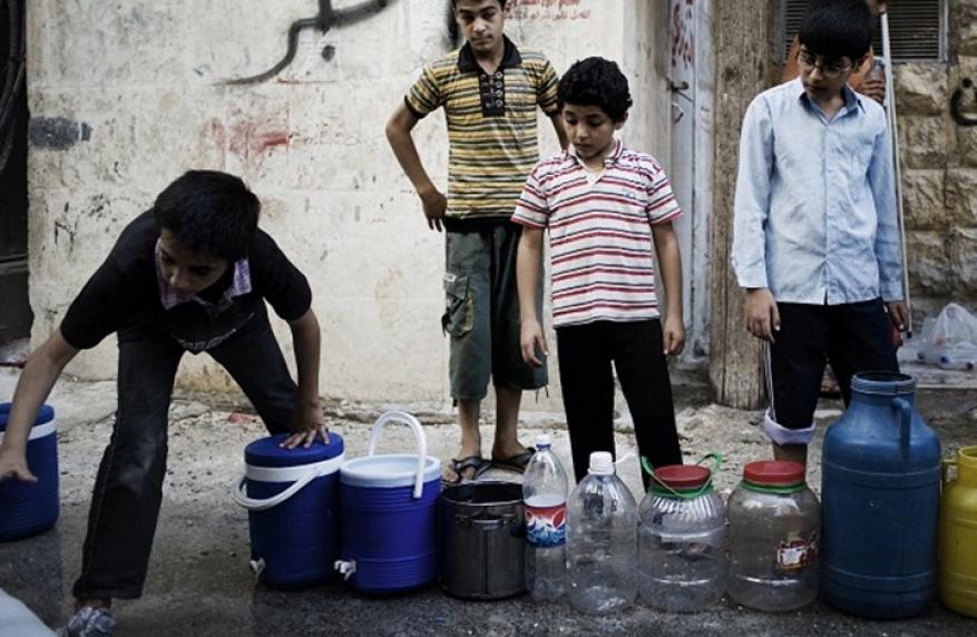 تفشي الأمراض في مخيم اليرموك والبلدات المحيطة بسبب منع مياه الشرب عنهم