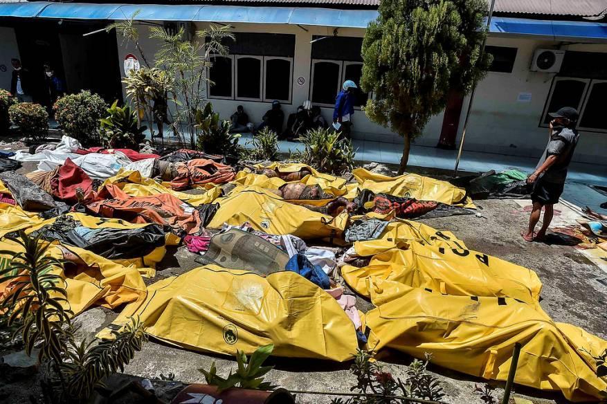 ارتفاع حصيلة ضحايا تسونامي إندونيسيا إلى 1347 قتيلاً
