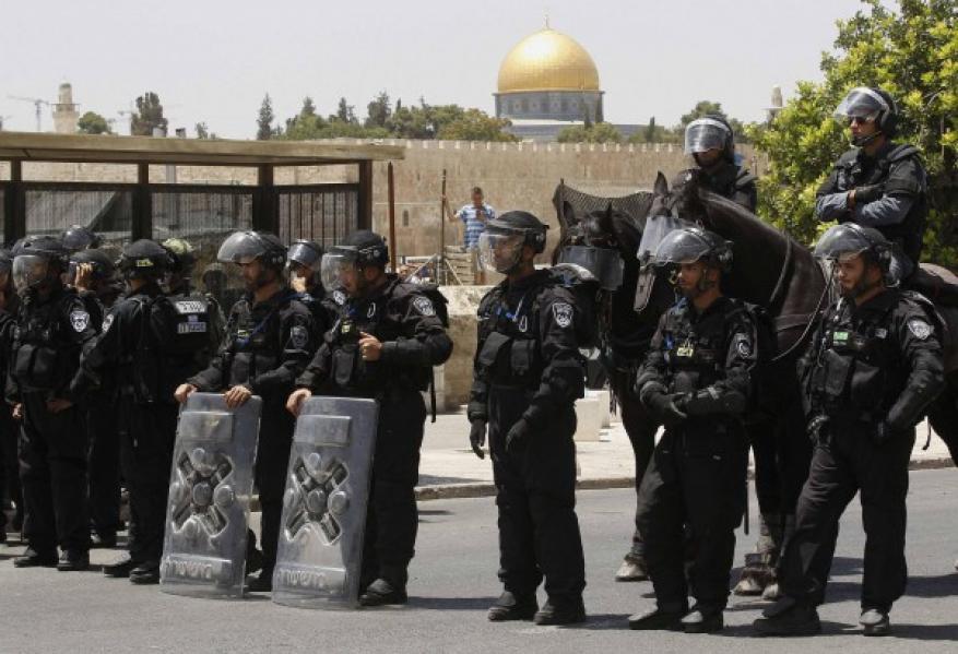 الاحتلال يحول مدينة القدس لثكنة عسكرية عقب توجه عشرات الآلاف الى الأقصى