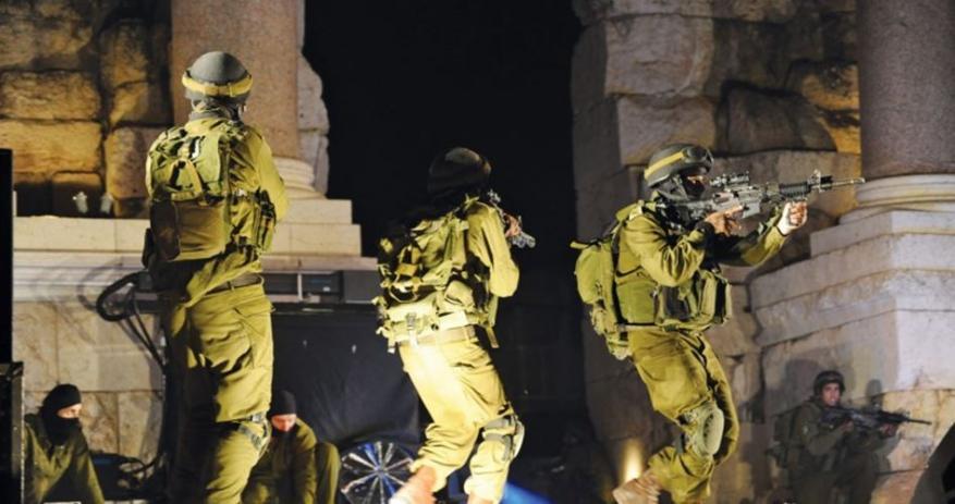 الاحتلال يعتقل 12 فلسطينيا بالضفة المحتلة الليلة الماضية