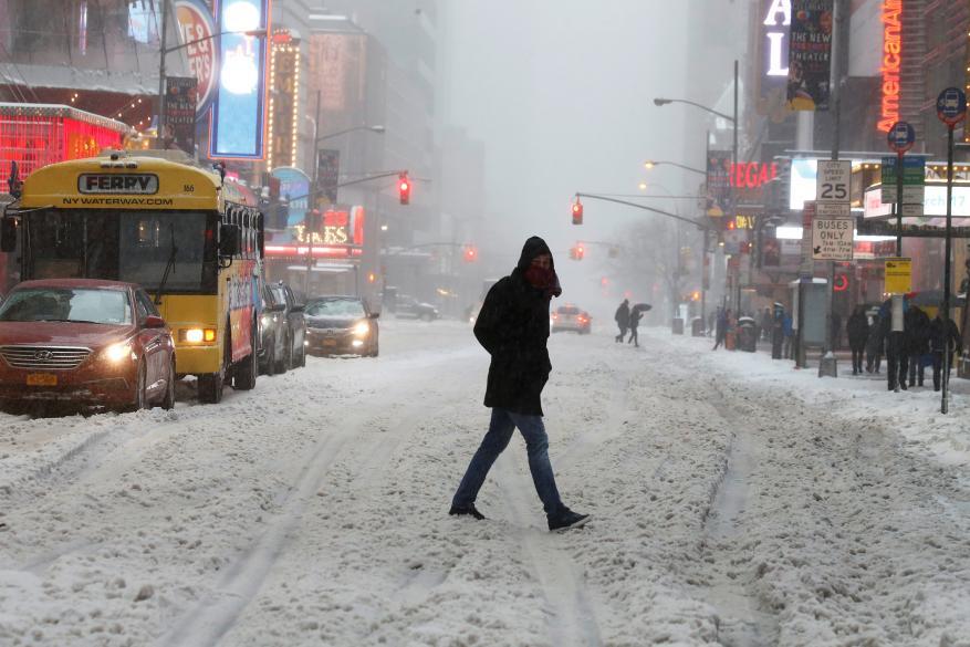 الثلوج تحاصر 9 آلاف سائح بمنتجع سويسري