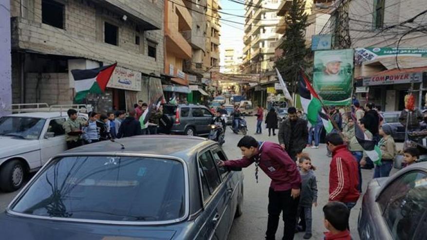 اللاجئون الفلسطينيون في لبنان يحتفلون بعملية القدس