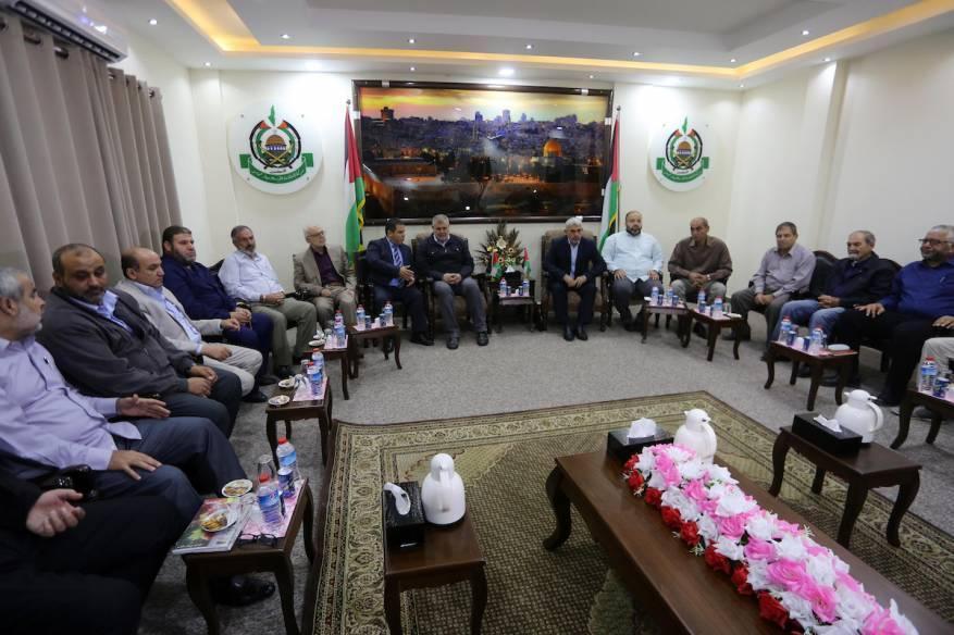 حماس تجري سلسلة مشاورات مع فصائل وشخصيات وطنية بغزة