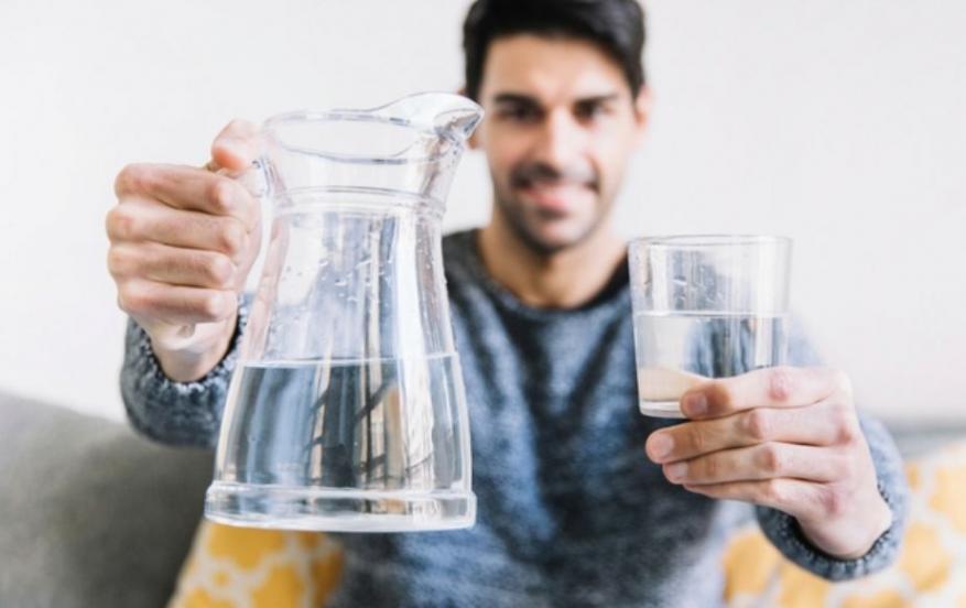 تعرف على خطورة شرب الماء بصورة خاطئة